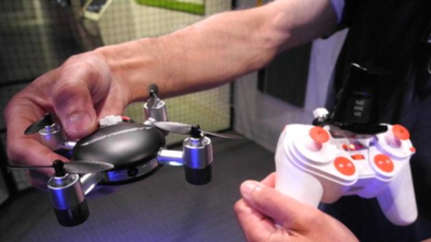 Wie sehr Drohnen das menschliche Leben noch verändern werden, das ist das Thema der Dorehne-Show auf dem Flugzeugträger Intrepid in New York
