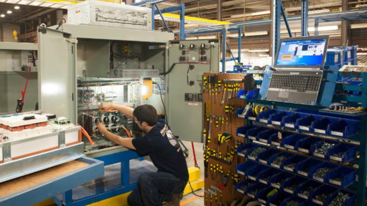 Blick in die Montage der Anlagen für große Batteriespeicher der MW-Klasse für den Einsatz in der Energieerzeugung und –verteilung. Northern Power spricht von 400 Dollar pro kWh für ein vollständig installiertes integriertes Speichersystem.