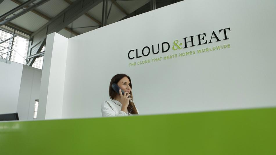 Laut Cloud&Heat glichen sich die Mehrkosten für den Serverschrnak mit Wsserkühlung  in wenigen Monaten aus. Denn mit dem System werde die Hälfte der Ausgaben gespart, die sonst mit klassischer Luftkühlung anfallen.