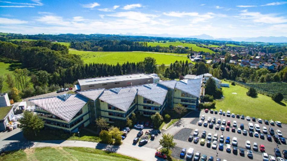 Arbeiten mit Bergblick: EuPD Research und Frost & Sullivan zufolge ist die Sonnen GmbH aus Wildpoldsries Marktführer für Stromspeicher in Deutschland und Europa.