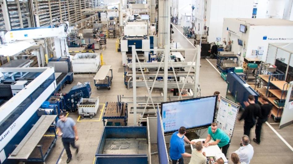 Trumpf wird die UWB-Technologie von BeSpoon künftig in der eigenen Produktion einsetzen, aber auch als Lösung im TruConnect-Produktportfolio für die Smart Factory bieten.
