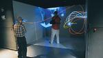 Ein CAVE-System (engl. für Höhle) projiziert die virtuelle Realität auf vier bis sechs Grobildleinwände