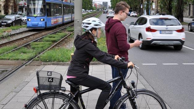 Radfahrer und Fußgänger sind in die schwächsten Verkehrsteilnehmer. Trotzdem finden sie oftmals in Konzepte zum vernetzten Verkehr der Zukunft kaum Berücksichtigung.