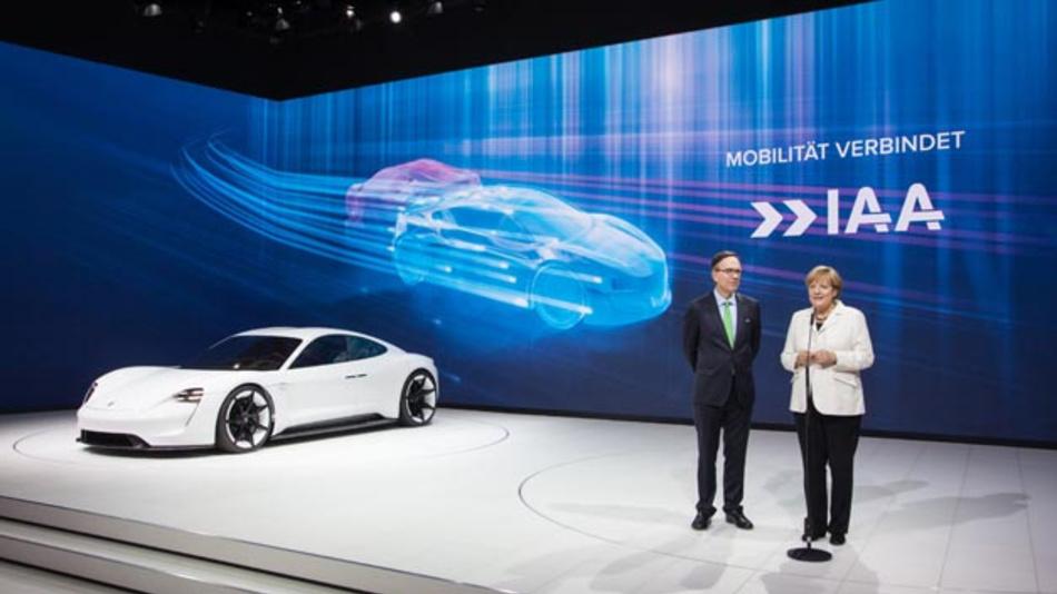 Bundeskanzlerin Angela Merkel und VDA-Präsident Matthias Wissmann bei der Eröffnung der IAA 2015