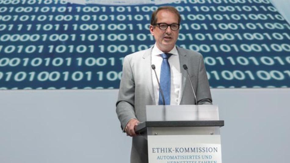 Dobrindt: »Wir setzen Ethik-Regeln für Fahrcomputer um.«