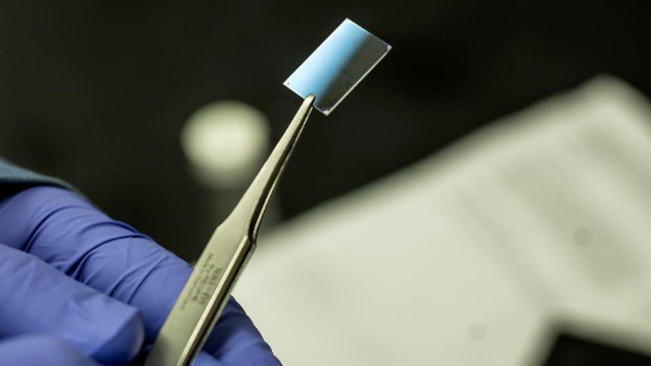Eine Probe des wärmeleitenden Polymer.