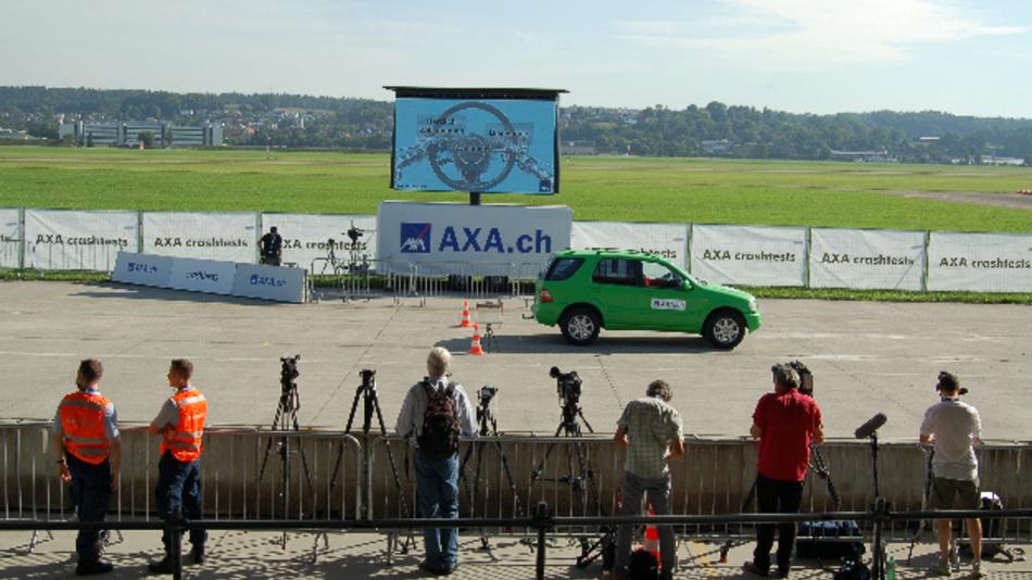 AXA präsentierte in Dübendorf die AXA Crashtests 2017.