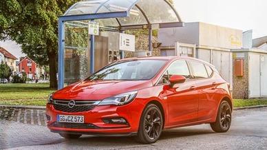 Opel hat auch den Astra CNG im Gepäck. Der 81 kW / 110 PS starke 1,4-l-Turbo des Fahrzeugs wurde für den Gebrauch von Erdgas, Biogas oder einer beliebigen Mischung daraus optimiert. Die Erdgasversorgung stellen zwei aus Kohlefaser-Verbundstoffen best