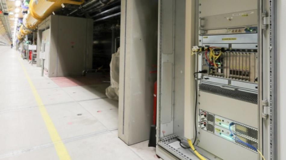 Bild 3: Eine der insgesamt 25 LLRF-Stationen des European XFEL für die Strahldiagnose und Strahlkontrolle.