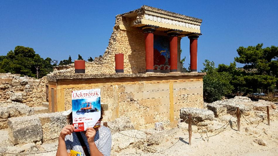 Moderne und Antike vereint: die Elektronik und der Palast von Knossos auf Kreta.