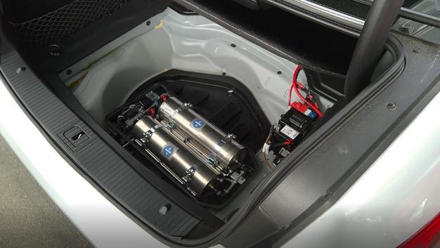 Bluefit wird in die Reserveradmulde des Fahrzeugs integriert.