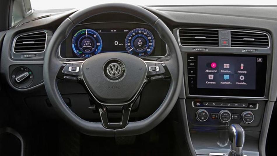 Volkswagen und Deutsche Telekom vernetzen Haus und Auto. Hier die neue Smart Home App im e-Golf.