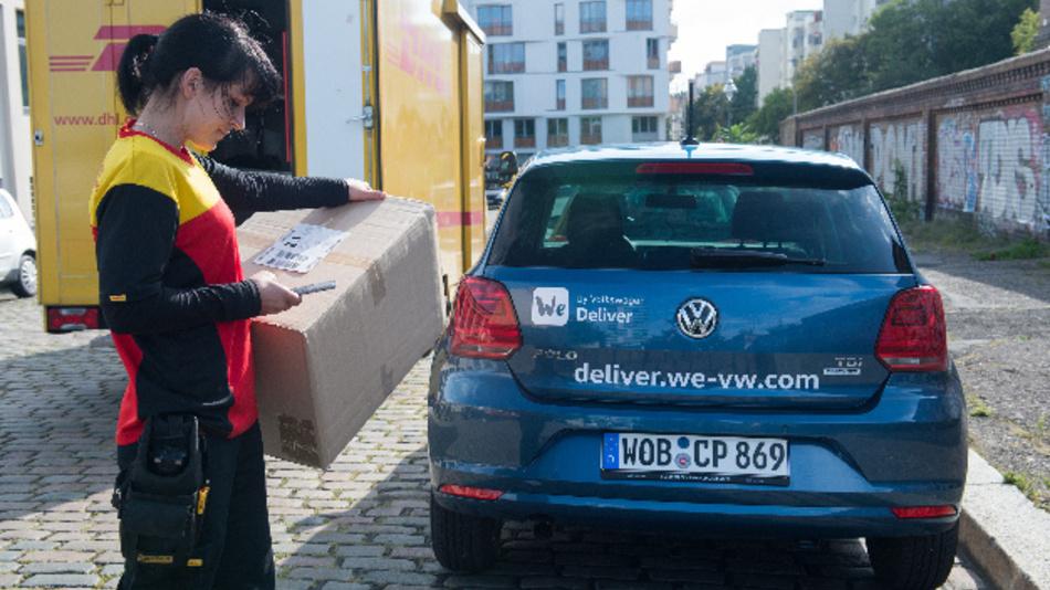 Per DHL Delivery App kann das Fahrzeug für die Kofferraumzustellung geortet werden.