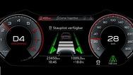 Fährt der Audi A8 im Kolonnenverkehr mit maximal 60 km/h, kann der Audi AI Staupilot auf Autobahnen und mehrspurigen Kraftfahrstraßen mit baulicher Trennung zur Gegenfahrbahn die Fahraufgabe übernehmen.