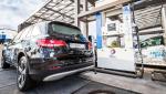 Wasserstofftankstelle Karlsruhe mit Brennstoffzellen-Fahrzeug
