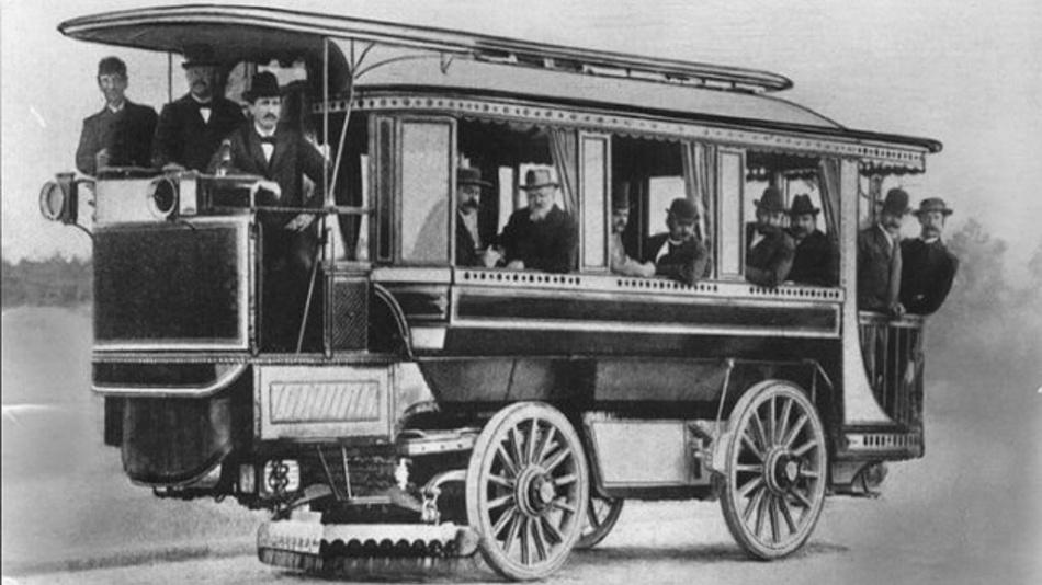 Die weltweit ersten Elektrobusse fuhren bereits 1898 in Berlin.
