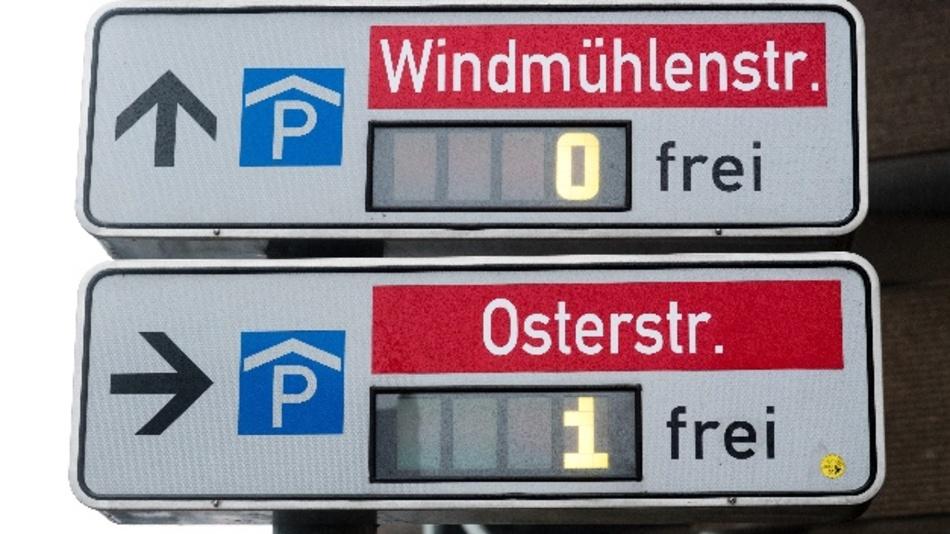 Freie und belegte Parkplätze (hier: Hannover)