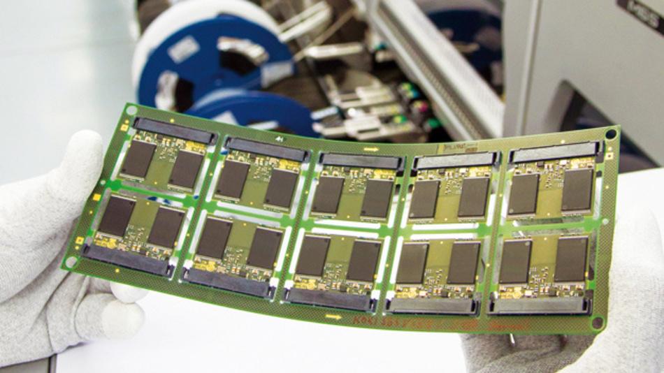 Bei kleinen Baugruppen mit engen Strukturen werden oft dünne FF4-Leiterplatten ab 0,5mm eingesetzt, die deutlich leichter sind.