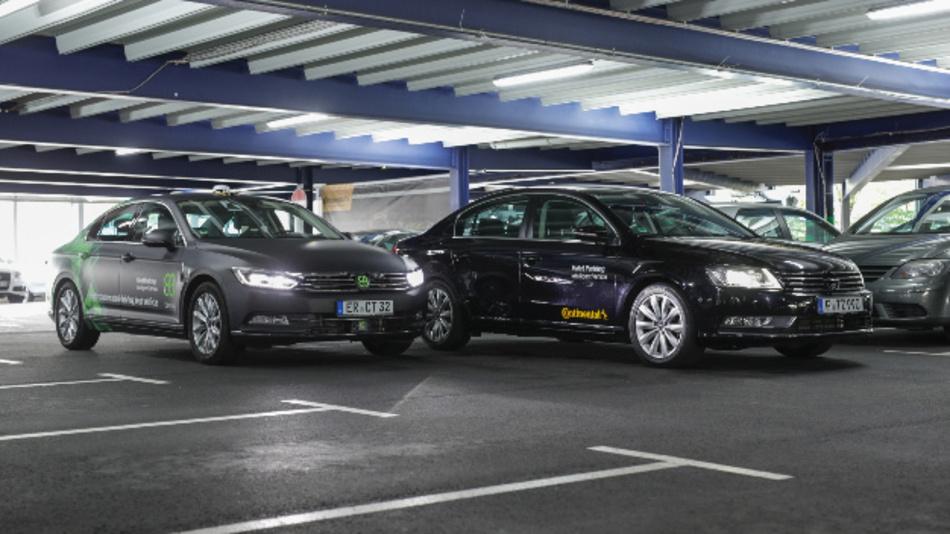 Elektrobit zeigt eine Valet-Parking-Funktion, die Umgebungsdaten aus der Cloud erhält.