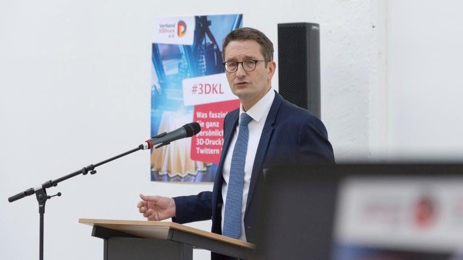 Stefan Schnorr, Leiter der Abteilung Digital- und Innovationspolitik im Bundeswirtschaftsministerium, dankte als Keynote-Speaker dem Verband 3DDruck für sein Positionspapier und die Impulse, um den 3D-Druck in Deutschland voranzubringen.