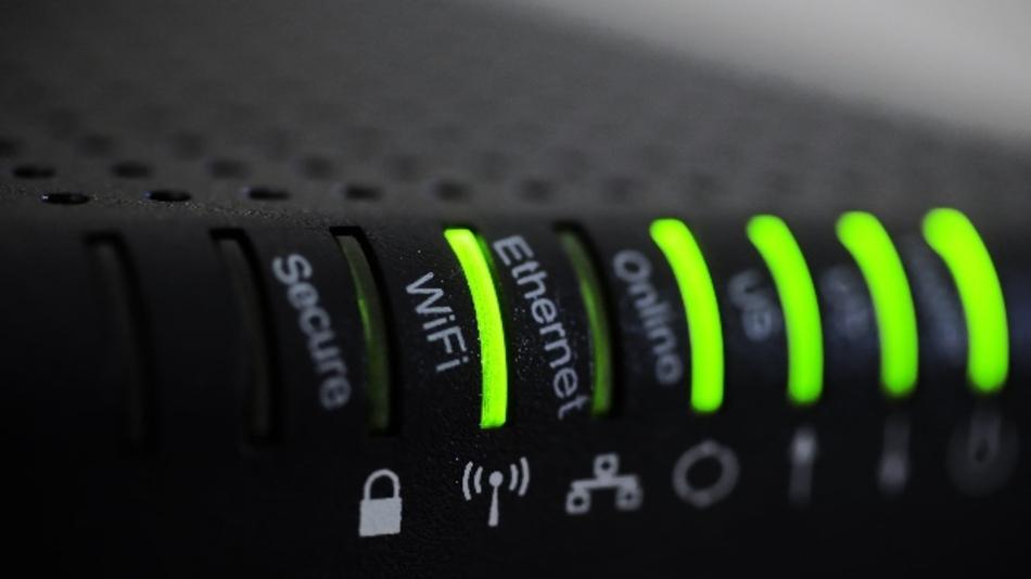 Die politische Digitalisierungsoffensive für die Schulen dürfe nicht bei leistungsstärkerem WLAN und besserer Geräte-Ausstattung stehenbleiben, fordern die Autoren der Bertelsmann Stiftung.