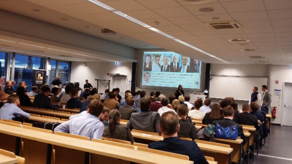 Wie können Start-ups und Mittelständler profitieren? Das wurde unter anderem diskutiert auf der Veranstaltung 'Deutschland deine Gründer - Exit oder neuer Mittelstand?', organisiert von politik-neu-denken.de.