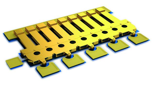 Bild 1. Eine MEMS-Schaltanordnung mit fünf Kontaktenvorne und der Gelenkstruktur hinten.