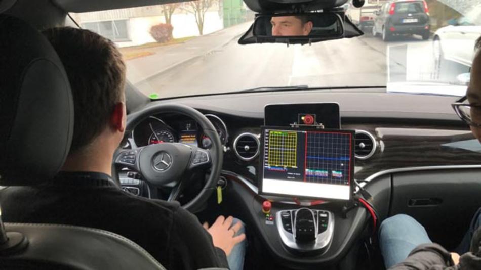 Um das autonome Fahren voranzutreiben, arbeitet Delphi künftig mit Blackberry QNX zusammen.