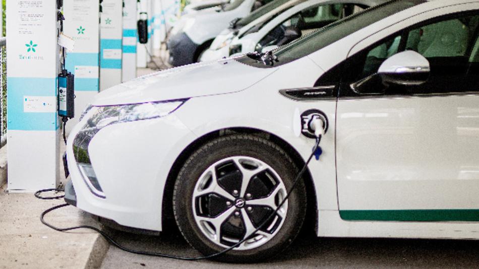Die Nachfrage nach Fahrzeugen mit alternativen Antrieben steigt.
