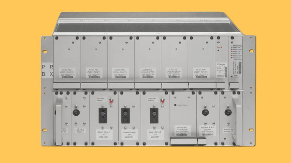 Die BBU-S ist in zwei 3U-19-Zoll-Rahmen eingebaut, in denen die Netzteile, Ladegeräte und Steuereinheiten im oberen Rahmen verbaut sind. Im unteren Rahmen befinden sich die Batterieschalter, der Wechselrichterblock und die Alarmschalter.