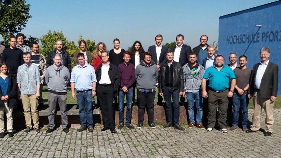 Acht Referenten aus Industrie und Hochschule gaben den 35 Teilnehmern am DFF-Workshop einen Überblick zu Themen wie OLED, Touch, Interfaces und Messtechnik.