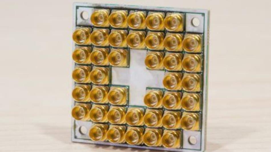 Intel liefert supraleitenden 17-Qubit-Testchip für Quantencomputer aus.