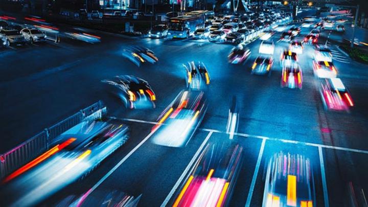 Fahrzeuge sind zunehmend mit Radarsensoren ausgestattet, die den Autofahrer in kritischen Situationen unterstützen sollen. Rohde & Schwarz bietet hierfür Messlösungen zur Charakterisierung von Radarsignalen und –Komponenten an, wie den R&S AREG100A A
