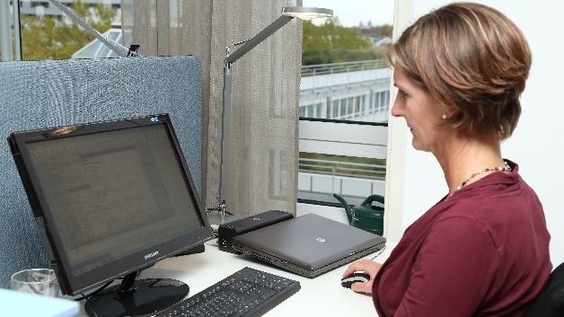 Ihr eigener Schreibtisch ist Elisabeth Widmann wichtig.