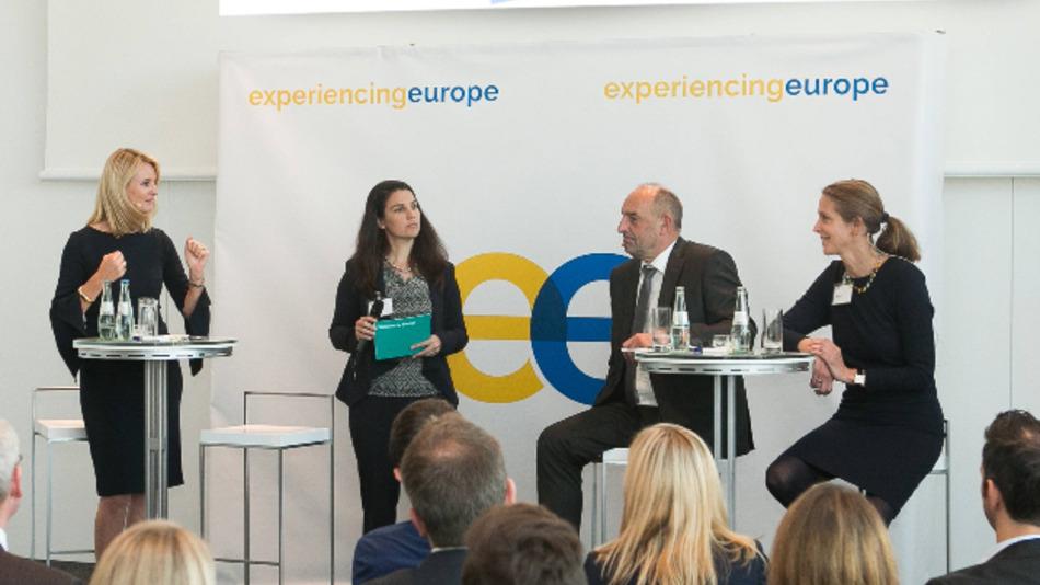 Auf dem Panel (von links): Dr. Ariane Reinhart, Continental, Moderatorin Andrea Rexer (SZ), Detlef Scheele, Bundesagentur für Arbeit und Finja Carolin Kütz, Oliver Wyman.
