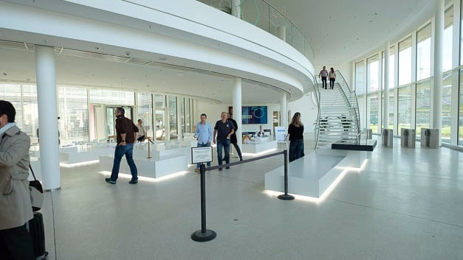 Das Foyer des IT-Campus strahlt bereits die Offenheit aus von der auch in den Büros geprägt sind.