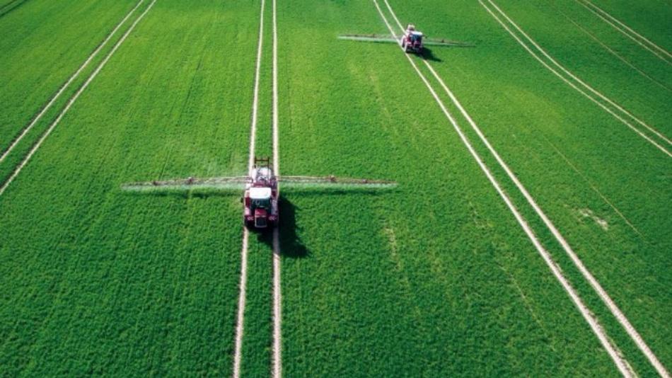 Herbizide nur dort aufs Feld aufbringen, wo sie wirklich notwendig sind.