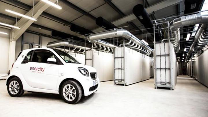 Großspeicher aus elektroautomobilen Batteriesystemen ging im Oktober 2017 durch die Kooperationspartner Daimler Enercity in Betrieb.