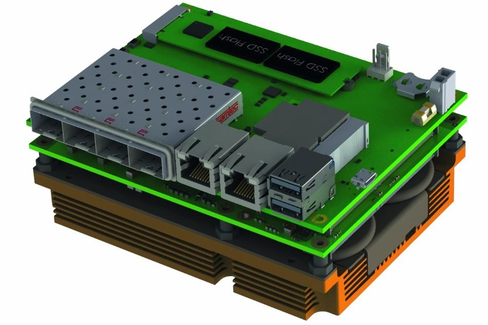 Bild 2: COM-Express-MicroCarrier. Vier GbE-Schnittstellen auf der Größe eines COM-Express-Moduls sowie zahlreiche weitere Schnittstellen lassen den Einsatz einzeln, in MiniServern oder in Reihe in einem 19-Zoll-Gehäuse zu.