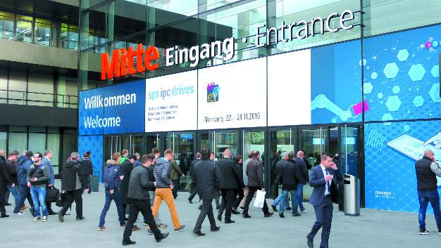 Der Eingang Mitte des Nürnberger Messegeländes während der SPS IPC Drives 2016.