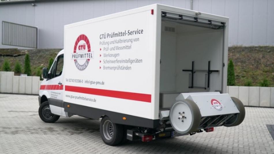 GTÜ kalibriert Kfz-Bremsprüfstände mit einem mobilen Labor vor Ort in den Werkstätten.