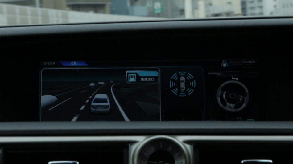 Zentrale Anzeigeeinheiten im »Autobahn-Teammate« von Toyota.