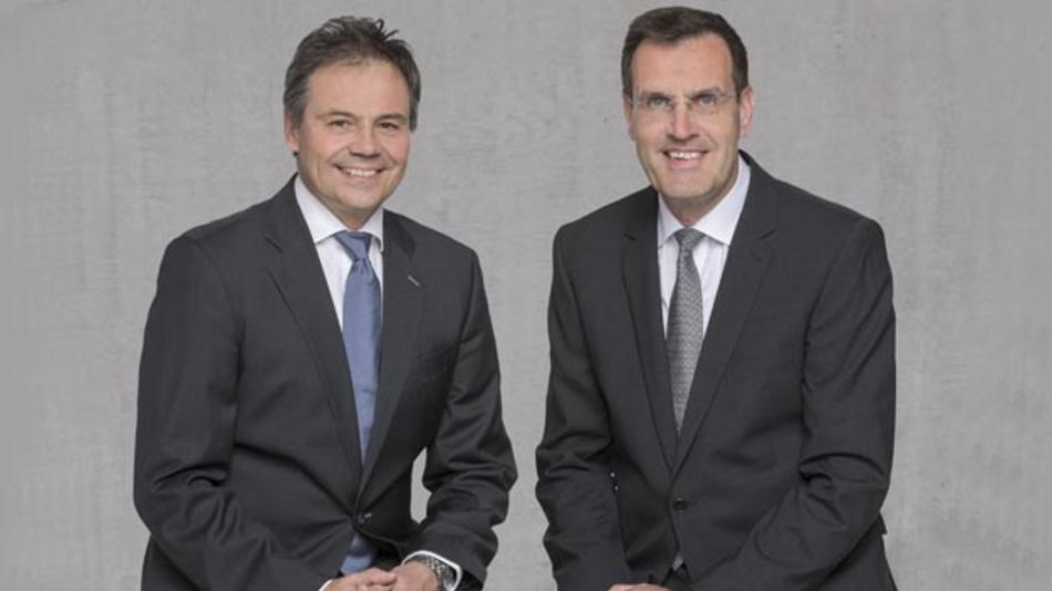 Hans-Joachim Schwabe, CEO der Business Unit Specialty Lighting von OSRAM Licht (links) und Andreas Wolf, Leiter der Business Unit Body & Security von Continental (rechts) verkündeten die Absicht der beiden Unternehmen, ein Joint Venture zu gründen.