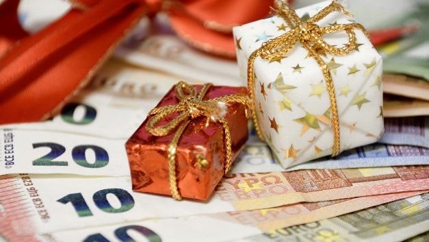Mehr als die Hälfte der Arbeitnehmer bekommt Weihnachtsgeld.