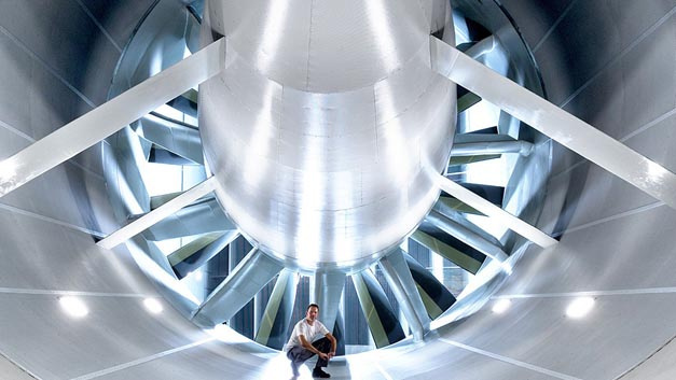 Im neuen Windkanal-Effizienz-Zentrum: Das Gebläse des Aerodynamik-/Aeroakustikkanals misst acht Meter im Durchmesser.