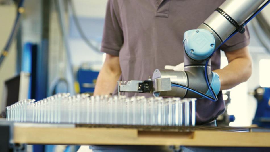Mensch-Roboter-Kollaboration eignet sich auch für Branchen wie etwa die Pharmaindustrie.