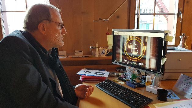 Dolfi Müller, Bürgermeister von Zug in der Schweiz. Er und sein Stadtrat locken Jungunternehmer in der Start-Up-Szene für Blockchain und Kypto-Anwendungen mit viel Freiheiten bei der Unternehmensgründung.