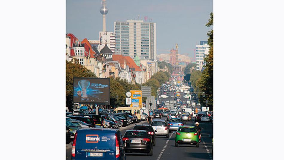 Bild 1. Das Großstadtproblem Verkehrsstaus wird an der niedrigen durchschnittlichen Tagesgeschwindigkeit durch die Stadtzentren deutlich: 7,8 km/h in Mönchengladbach, 8,2 km/h in Berlin und ebenfalls 8,2 km/h in München.