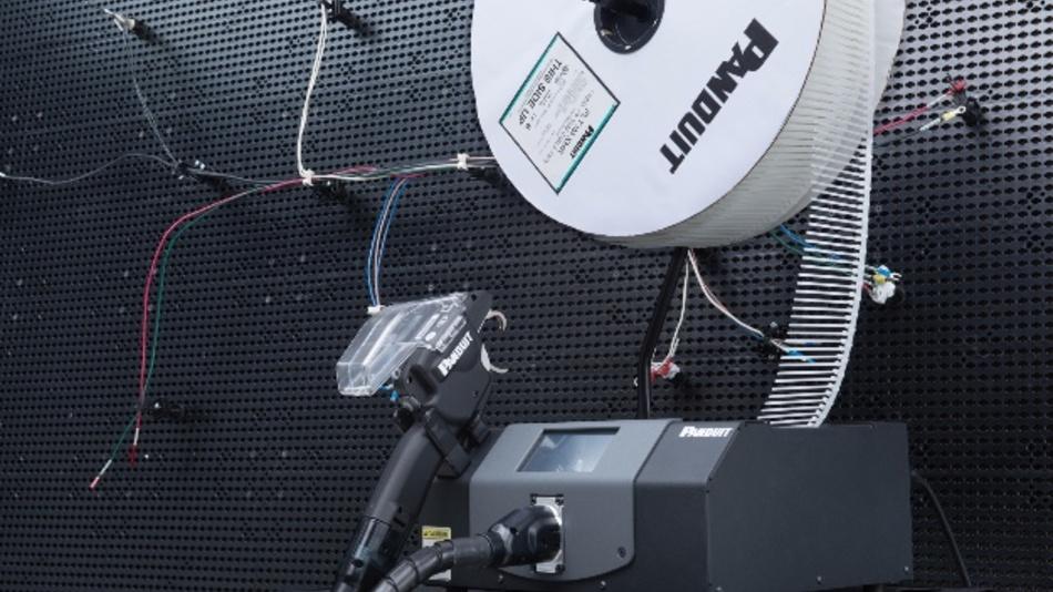 Das automatische Kabelbinder-Installationssystem PAT 4.0 von Panduit.