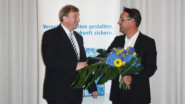 Stabübergabe beim Fachverband PCB & Electronic Systems: Johann Weber, folgt auf Wolfgang Bochtler (links)